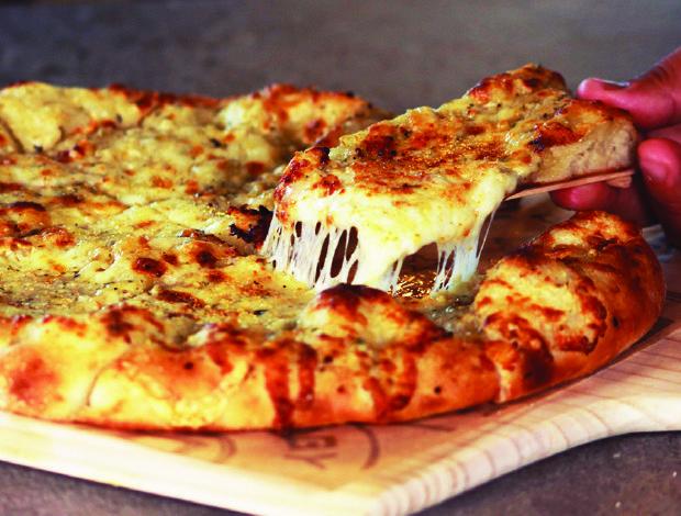 Pieology_Ooey_Gooey_Cheese_Bread_620x470